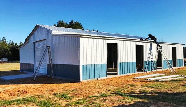 42x55x12-enclosed-farm-barn-side